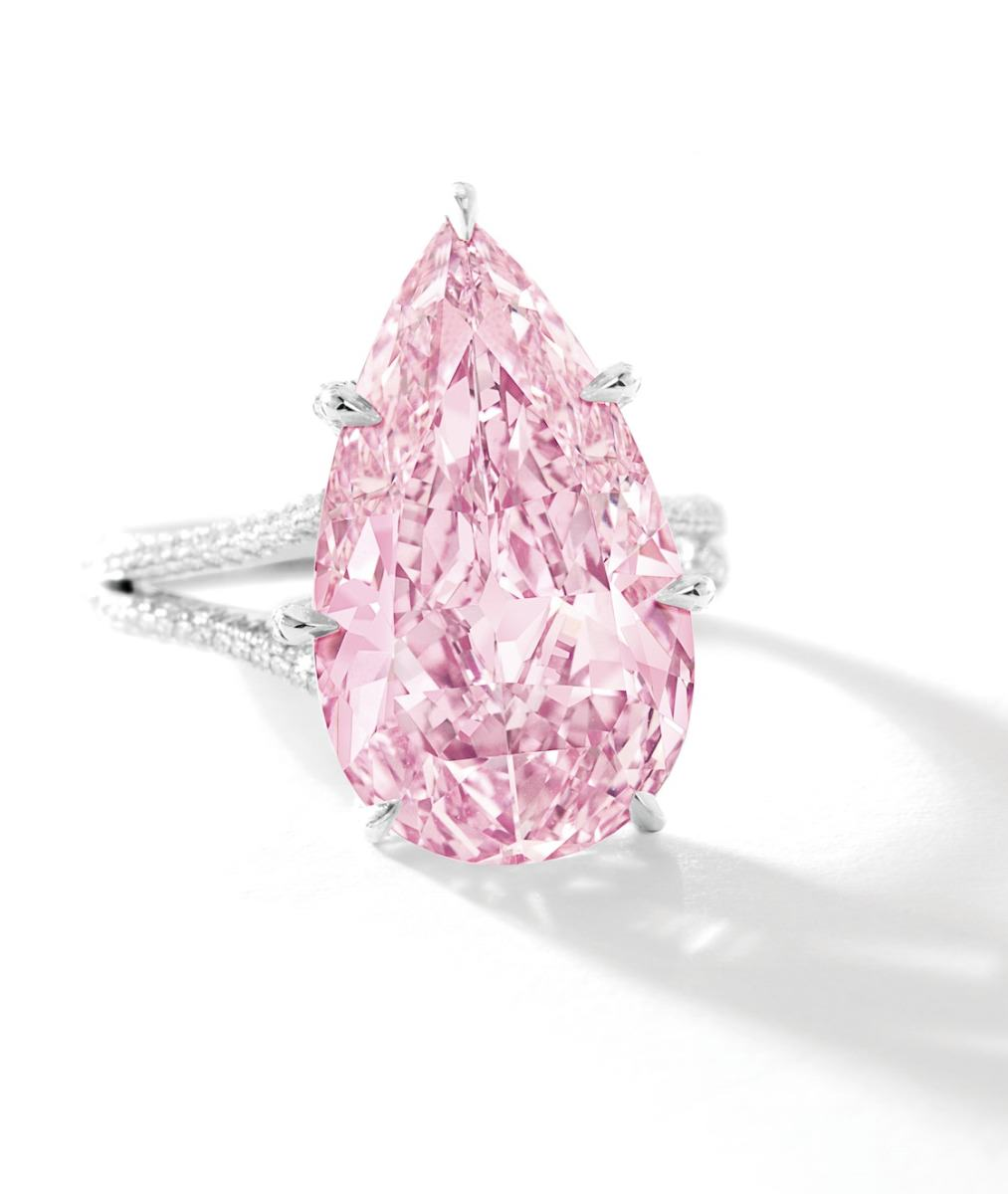 8.41-carat-Internally-Flawless-Fancy-Vivid-Purple-Pink-Diamond-1013x1200