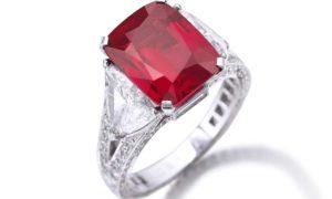 El joyero Graff compra un rubí por un precio récord de 8.6 millones de dólares