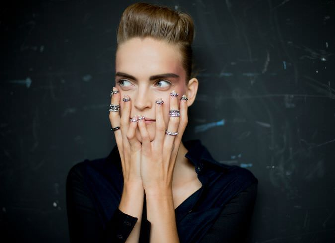 Anillos-en-los-nudillos-un-hit-de-temporada-midi-knuckle-rings-Chanel