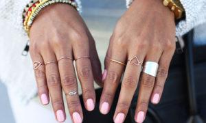 Anillos en todos los dedos