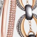 Derrocha Glamour mezclando brazaletes metálicos Swarovski