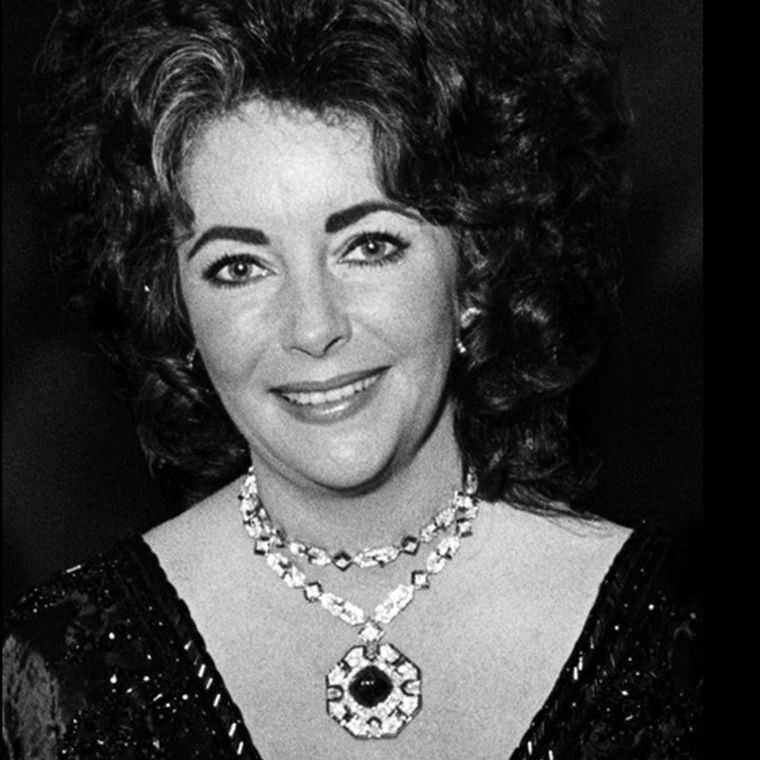 Bulgari y las joyas de elizabeth_taylor_1969_bulgari_collar_esmeraldas