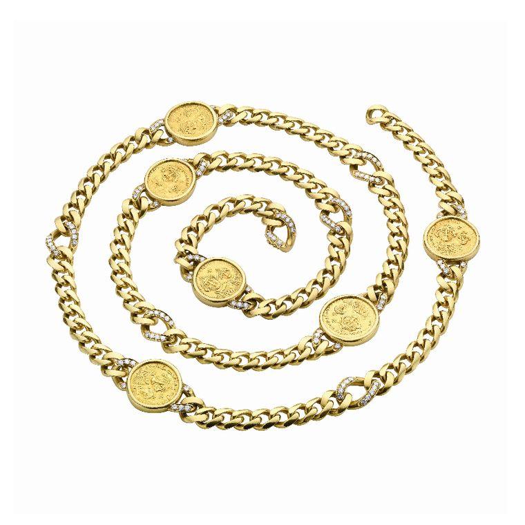 elizabeth_taylor_bulgari_gourmette_sautoir_in_gold_with_six_byzantine_gold_coins.jpg