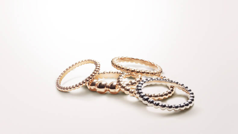 vancleefarpels_perlee-collection_anillos_oro