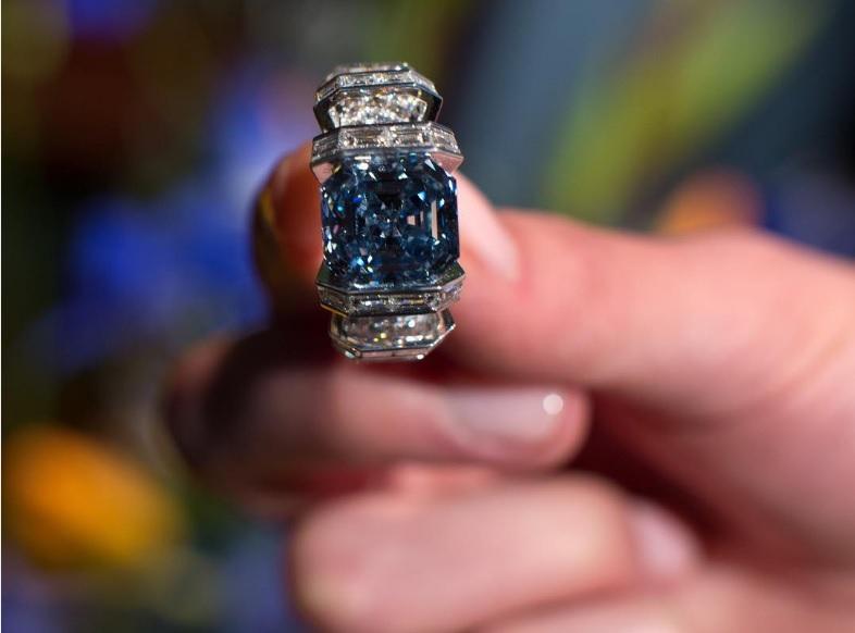 diamante_sky_blue_cartier_sothebys