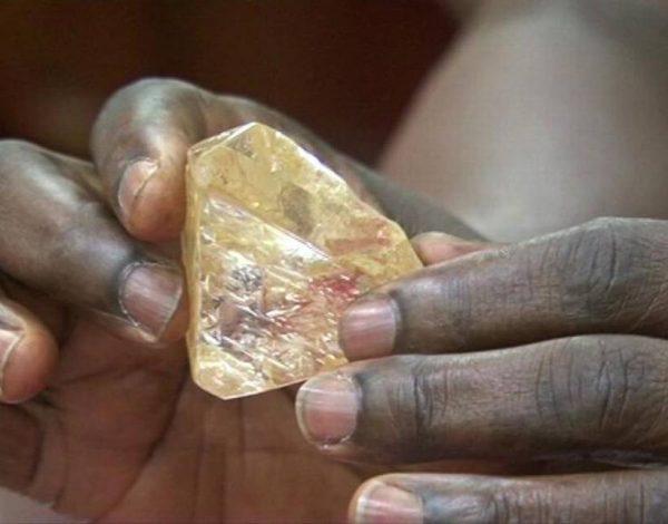 Diamante de 700 quilates descubierto en Sierra Leona